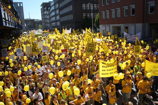 Alles gelb - Demo in Kiel 2010