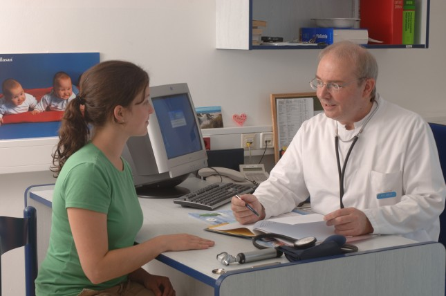 Ist und bleibt Aufgabe des approbierten Arztes: Das Aufklärungsgespräch.