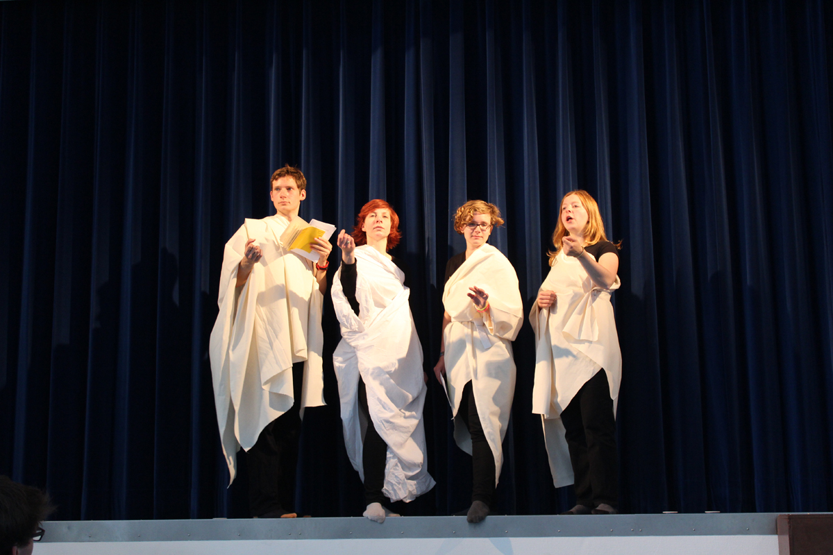 Proben zu Flores Tempore: Der Chor im antiken Drama - ganz frei nach Antigone.