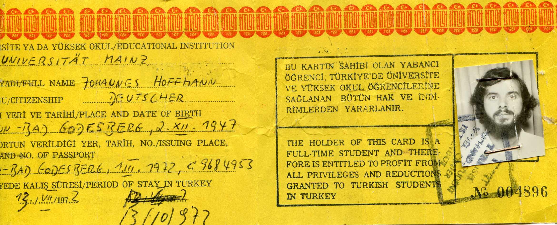 """Johannes Hoffmann erzählt zu seinem Studentenausweis: """"Ich hielt mich damals in Istanbul auf (daher der türkische Studentenausweis) und war unterwegs nach Indien. Die Haar- und Bartpracht war durchaus von Vorteil, im Nahen und Mittleren Osten fiel ich nicht als Ausländer auf."""""""