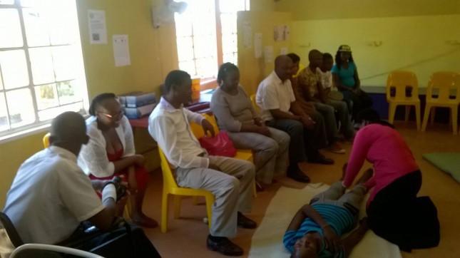Südafrikanische Community Worker beim Erste-Hilfe-Kurs
