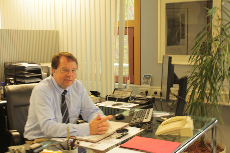 Hendrik Lehnert an seinem Arbeitsplatz