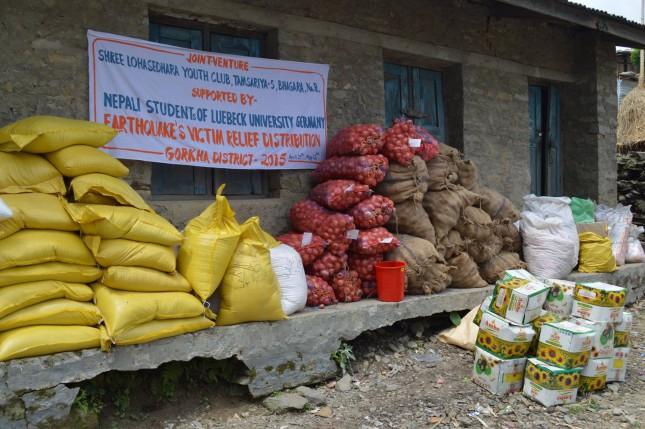 Von Lübecker Studenten gespendete Hilfsgüter in Nepal