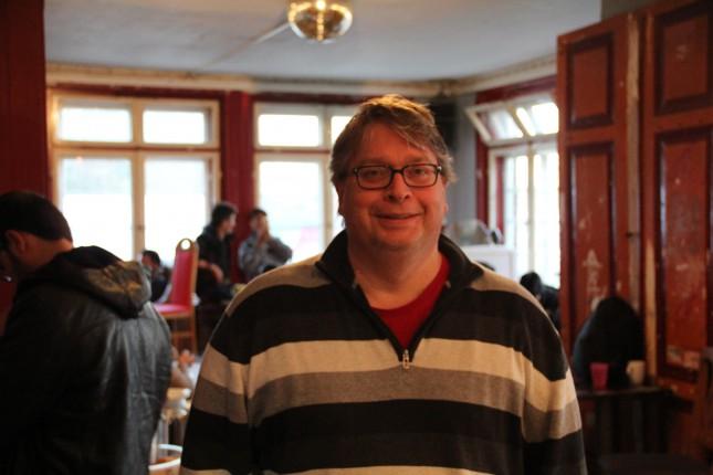 Christoph Kleine im Café Brazil auf der Walli. Hier werden rund um die Uhr Flüchtlinge auf der Durchreise nach Skandinavien versorgt.