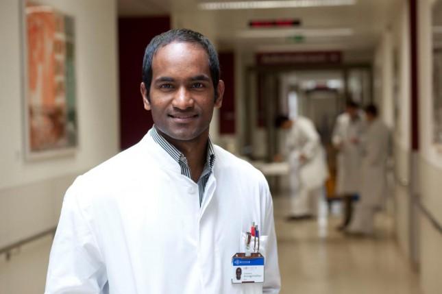 Integration geglückt: Umes kam als Dreizehnjähriger nach Deutschland, inzwischen ist er Arzt.