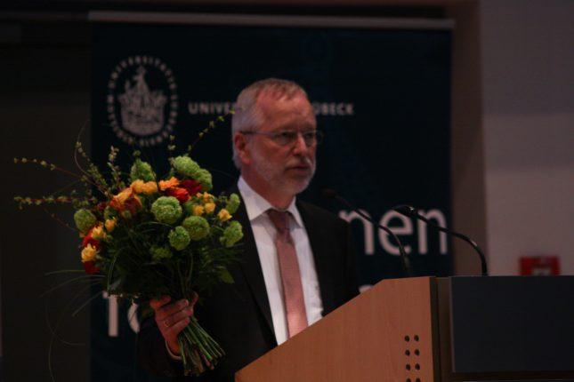 Prof. Dr. Alfred Vogel dankt in erster Linie seinen Miterfindern.