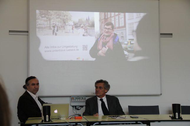 Bürgermeister Bernd Saxe und Produzent Leo Bloom bei der Vorstellung des Werbevideos