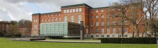 Der Landtag von Schleswig-Holstein in Kiel. Ungefähr 70 Sitze gilt es neu zu verteilen.