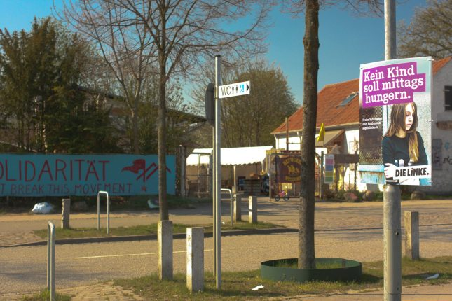 Nur Plakate einer Partei hängen direkt vor der Walli.