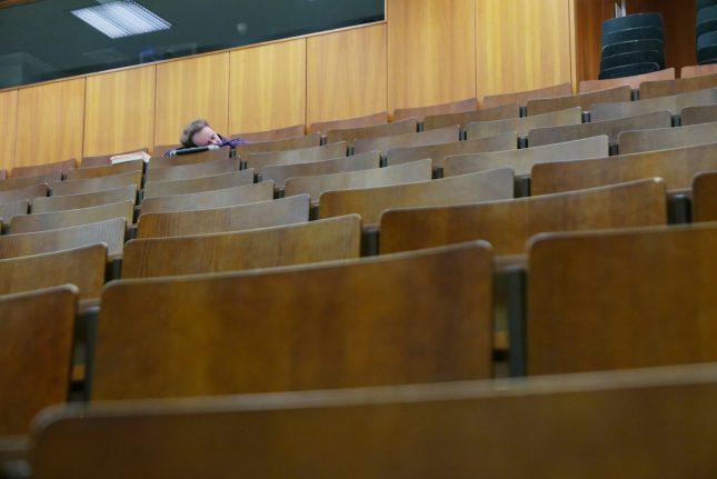 Nach durchzechten Nächten sitzen Studierende gern in der letzten Reihe