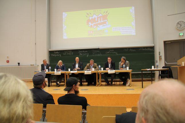 Bei der Podiumsdiskussion im Audimax sprach Jan Lindenau an, dass ein Servicepunkt der Verwaltung zum Semesterbeginn auf dem Campus möglich wäre.