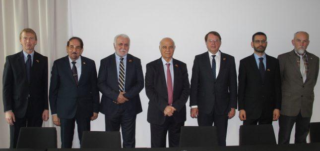 Die Kooperationsvereinbarung mit der Universität Sharjah.