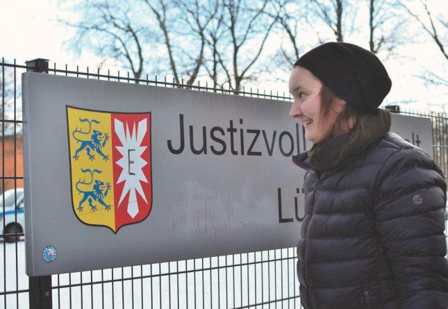 Ihre Zeit im Gefängnis verbrachte Julia in der Justizvollzugsanstalt Lübeck, der einzigen JVA Schleswig-Holsteins mit Frauengefängnis.